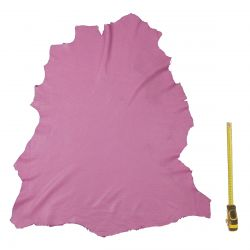Peau entière d'Agneau Rose clair perforée